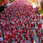 """""""Santa Run"""" in Madrid lockte wieder Tausende Weihnachtsmänner an."""