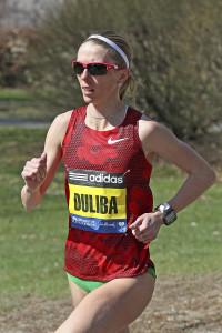 Aliaksandra Duliba auf dem Weg zu ihrer persönlichen Bestleistung beim Boston Marathon 2014. © Boston Marathon / photorun.net / Victah Sailer