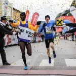 2014 teilten sich Victor Chumo und Richard Ringer den Sieg beim Silvesterlauf in Peuerbach. © Christian Huber