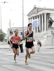 Valentin Pfeil agierte beim Vienna City Marathon vor zwei Jahren als Pacemaker für Roman Weger. © VCM / FinsherPix