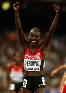 Bei den letzten Weltmeisterschaften in Peking jubelt Vivian Cheruiyot über die Goldmedaille im 10.000m-Lauf. Über 5.000m gewann sie bereits zweimal WM-Gold. © Getty Images for IAAF / Christian Petersen