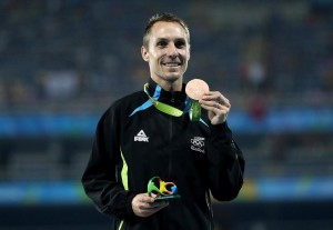 Nick Willis bejubelt die Bronzemedaille. © Getty Images