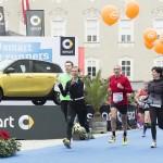 Über 10.000 Läuferinnen und Läufer überquerten heuer beim Salzburg Marathon, Salzburger Frauenlauf und Jedermannlauf die Ziellinie mit einem Lächeln. © Salzburg Marathon / Bryan Reinhart