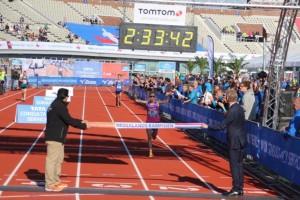 Die neue holländische Meisterin im Marathonlauf, Ruth van der Meijden, hier bei ihrem Titelgewinn beim Amsterdam Marathon 2016, hat wohl keine Chance, das WM-Limit zu schaffen. © SIP / René van Zee