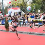 Der Kenianer Robert Chemosin auf dem Weg zum Sieg beim VCM 2016. © VCM / Leo Hagen