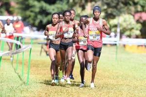 Sechs Kenianerinnen an der Spitze des Rennens. © IAAF
