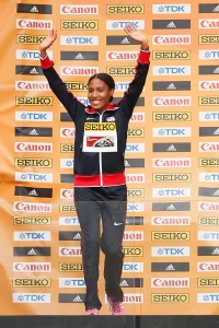 Ajee Wilson bejubelt den Gewinn der Silbermedaille bei der Hallen-WM 2016 in Portland. © Getty Images for IAAF / Christian Petersen