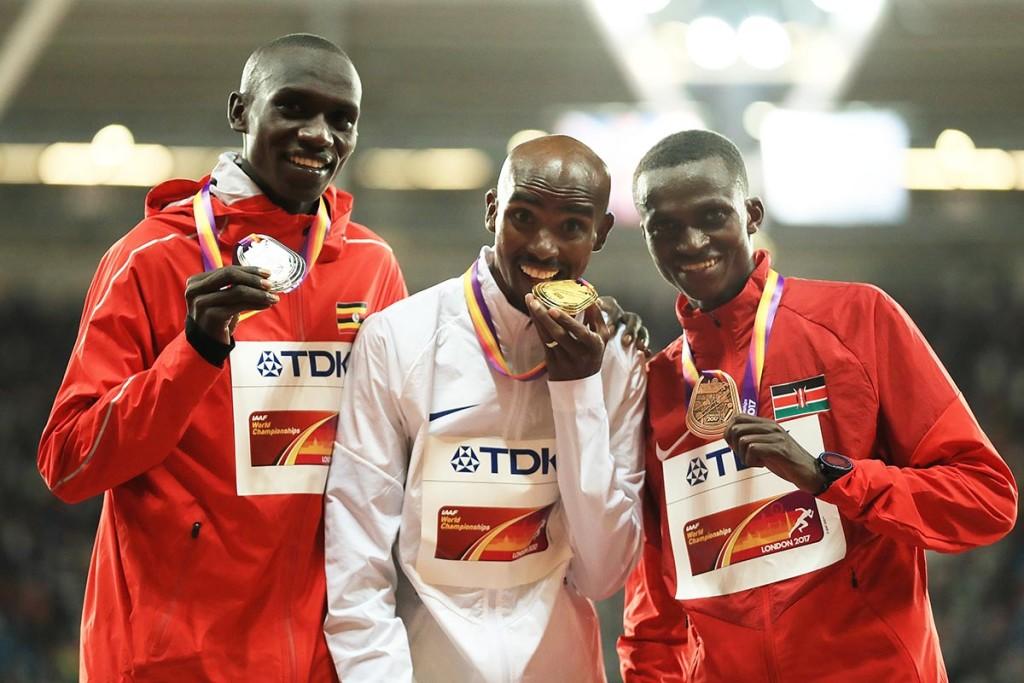 Die drei Medaillengewinner im 10.000m-Lauf der Herren: Joshua Cheptegei (l.), Mo Farah und Paul Tanui (r.). © Getty Images for IAAF / Richard Heathcote
