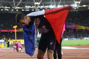 Weltmeister Pierre Ambroise Bosse verneigt sich vor dem Publikum. © Getty Images for IAAF / Alexander Hassenstein