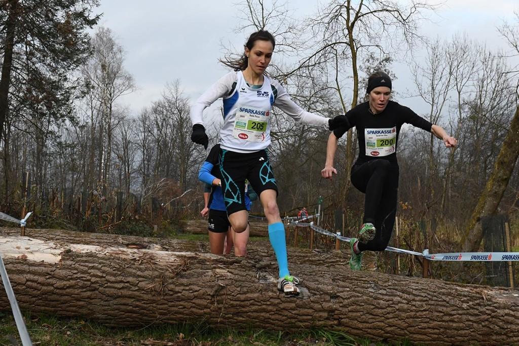 Lange Zeit diktierte Nada Ina Pauer mit Sandrina Illes im Rücken das Rennen, am Ende wurden beide von Simona Vrzalova übertrumpft. © CrossAttack / Alexander Schwarz