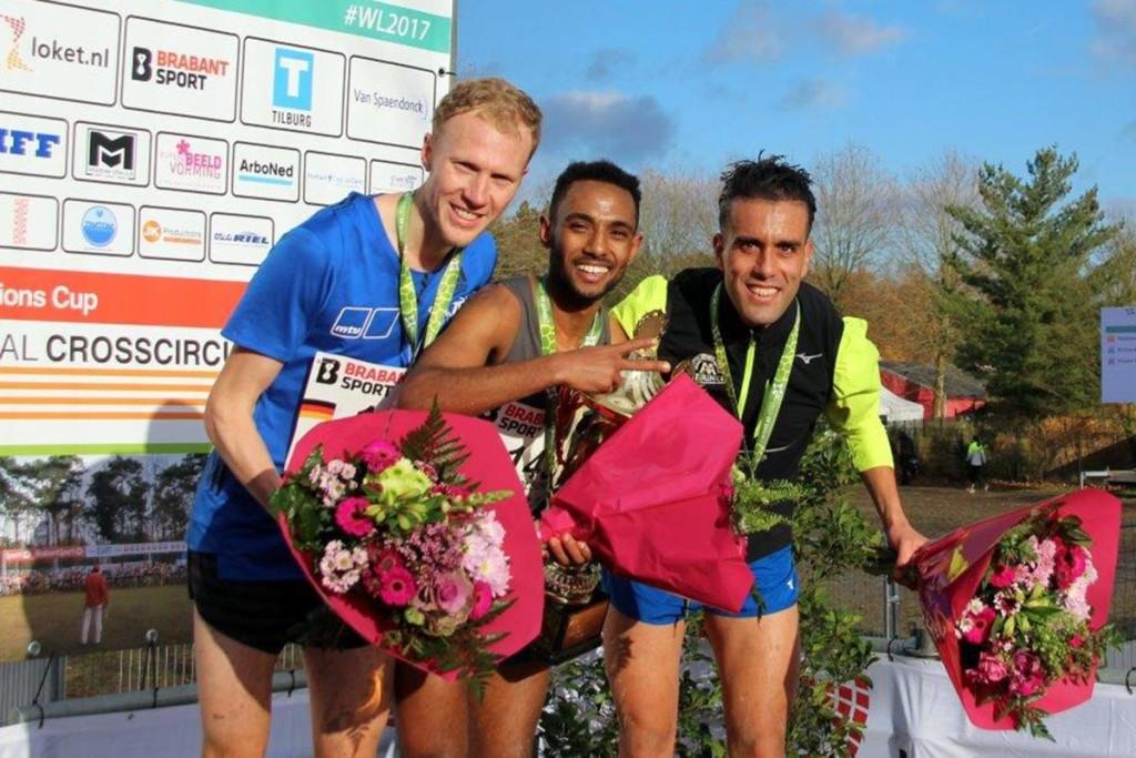 Das Podest der Herren mit Richard Ringer (l.), Sieger Napoleon Solomon und Khalid Choukoud (r.). © SIP / René van Zee