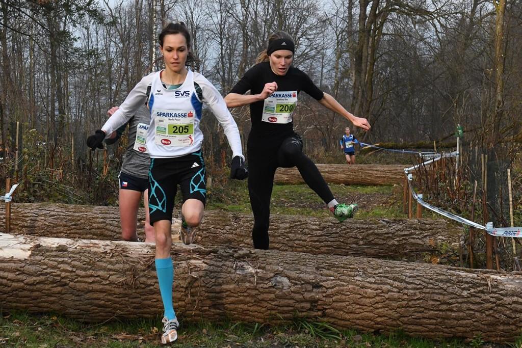 Bei der CrossAttack 2017 lieferten sich Nada Pauer (l.) und Sandrina Illes ein spannendes Duell. © CrossAttack / Alexander Schwarz