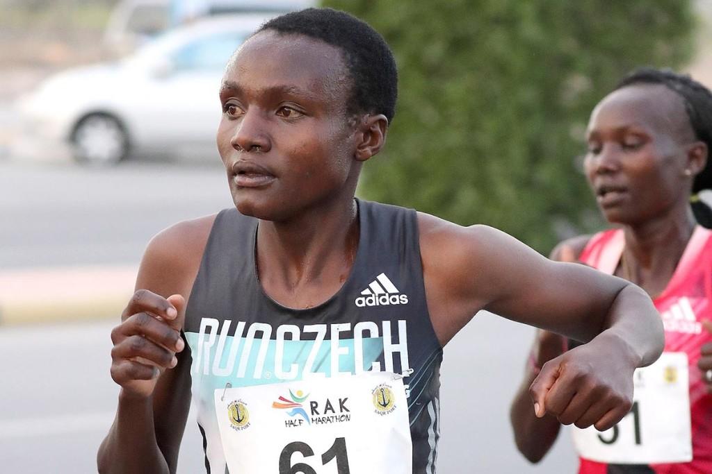 Im Vorjahr nahm Joyciline Jepkosgei in Ras Al Khaimah Anlauf zu zwei Weltrekordläufen. © RAK Halbmarathon / Victah Sailer