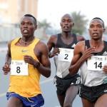 Im Vorjahr erwehrte sich Bedan Karoki erfolgreich der starken Konkurrenz um Augustine Choge. © RAK Halbmarathon / Victah Sailer