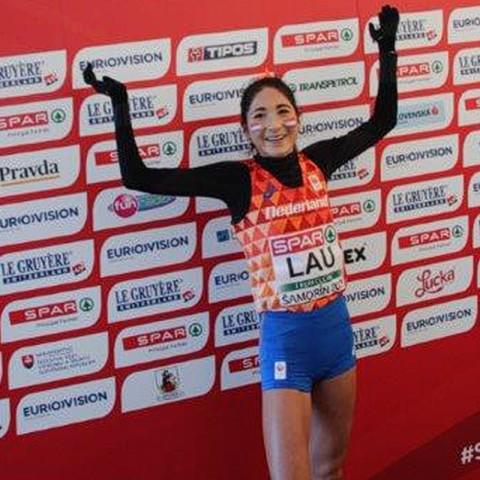 Jasmijn Lau bei den Crosslauf-Europameisterschaften 2017 in Samorin, als sie knapp hinter Miriam Dattke Vierte wurde. © SIP / René van Zee